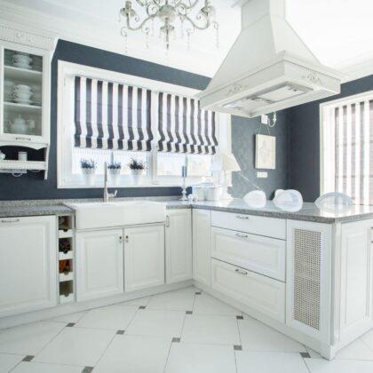מטבח יוקרתי בעיצוב מיוחד בצבע לבן דגם שלג