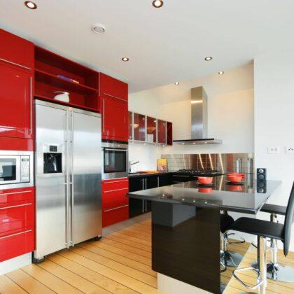 מטבח מודרני בצבע אדום דגם תות