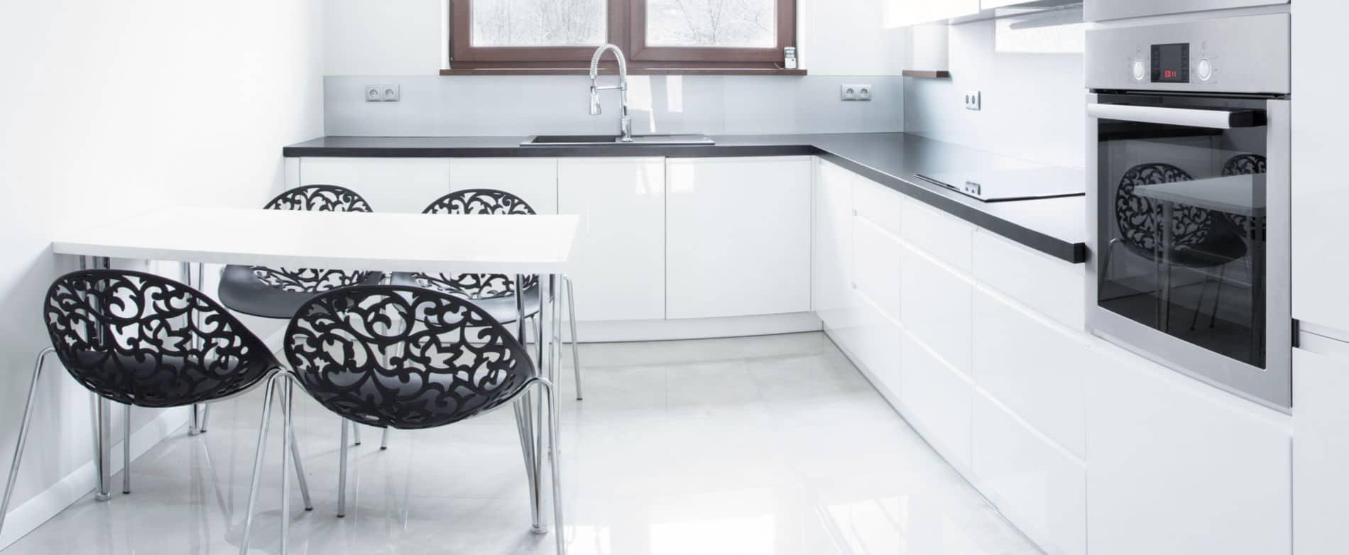 מטבח קמומיל לבן - מטבח בצבע לבן מלא בעיצוב עדין