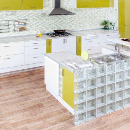 מטבח קלאסי משוכלל בצבע צהוב דגם גלאס