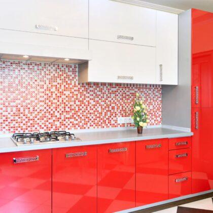 מטבח קלאסי בצבע אדום