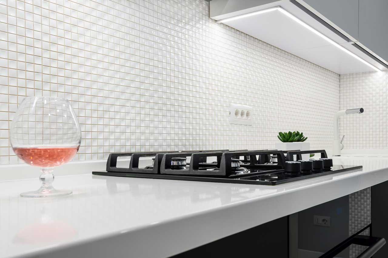 מטבחים מעץ חברות אשר מתמחות בעיצוב והרכבה של מטבחים נותנים שירות מהיר ומקצועי עם הרבה ניסיון שיודעים לספק פתרונות מגוונים לכל בית תוך כדי חיבור הכיריים החשמליים ובדיקת תקינותם