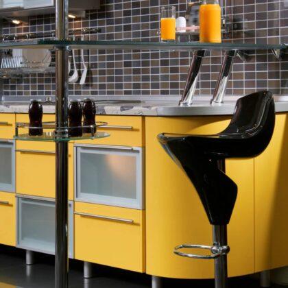 מטבח מעוצב בצבע צהוב דגם ריבוע