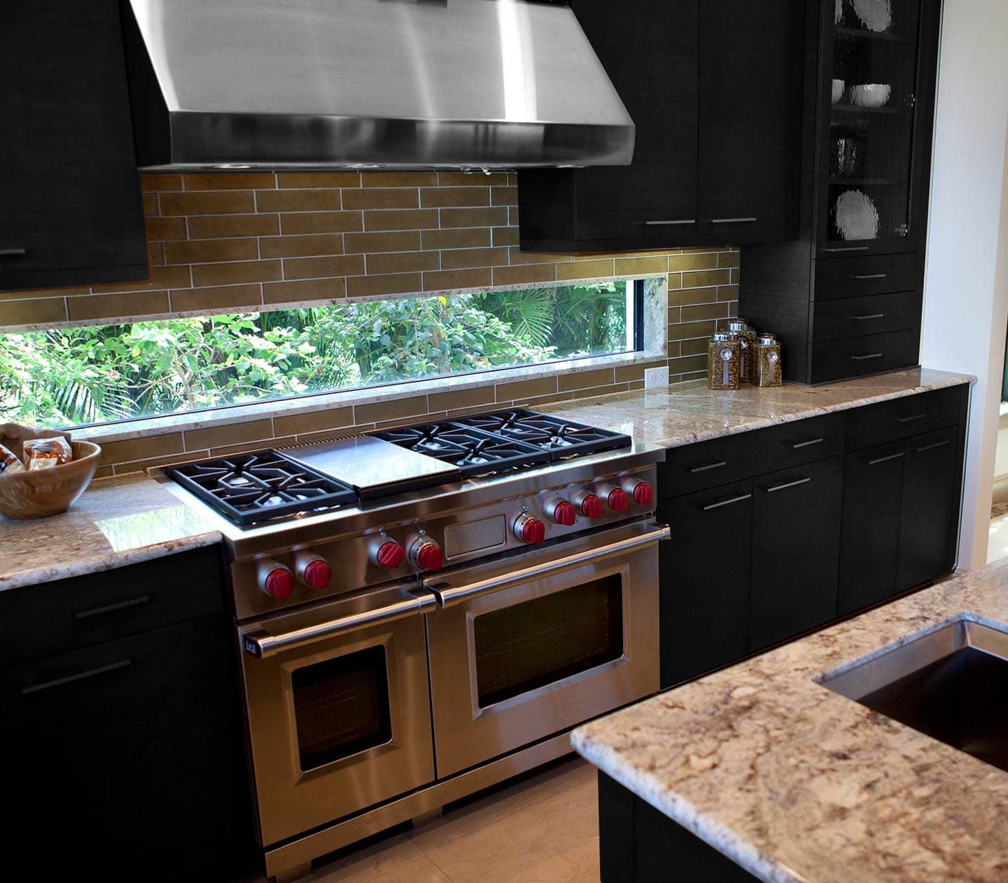 מטבחים מעץ מכירת אביזרים למטבחים מומחים בתחומם עם מתן אחריות לעבודתם שיודעים לתת אחריות לעבודתם תוך כדי הפעלת המקרר והתנור ללקוח במטבח שלו