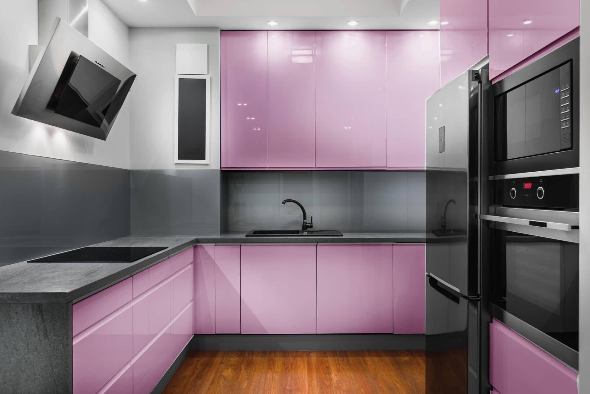 מטבחים מעץ מעצבי השיש במטבחים מקצוענים עם הרבה וותק שיודעים לבנות ולהתאים מטבחים תוך כדי אפיון דרישות הלקוח ומסירת המטבח
