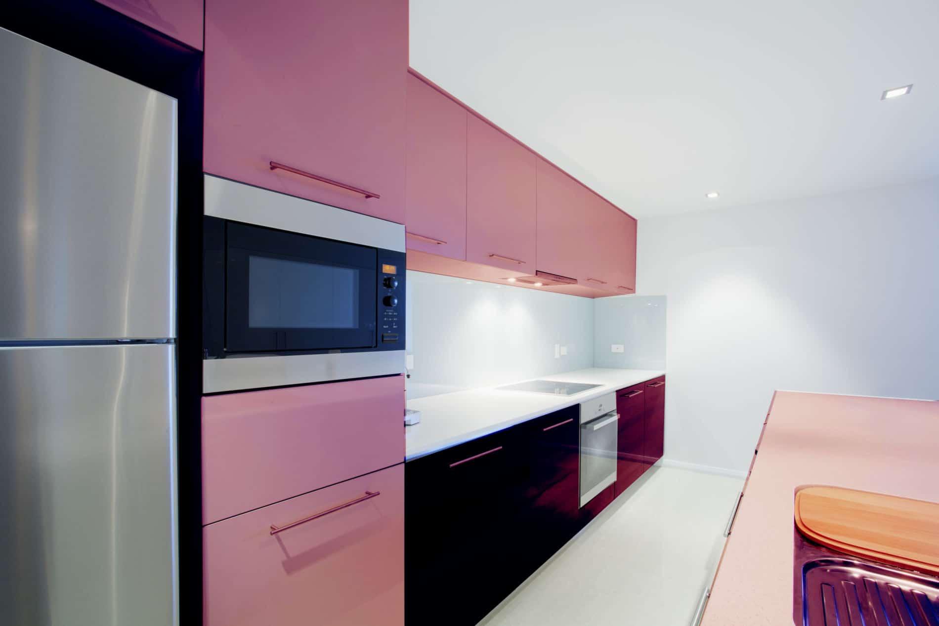 מטבחים מעץ חברות לעיצוב וייצור שיש למטבחים מבינים עם הרבה רצון לספק מטבחים איכותיים שיודעים לבנות ולהתאים מטבחים תוך כדי אפיון דרישות הלקוח ומסירת המטבח