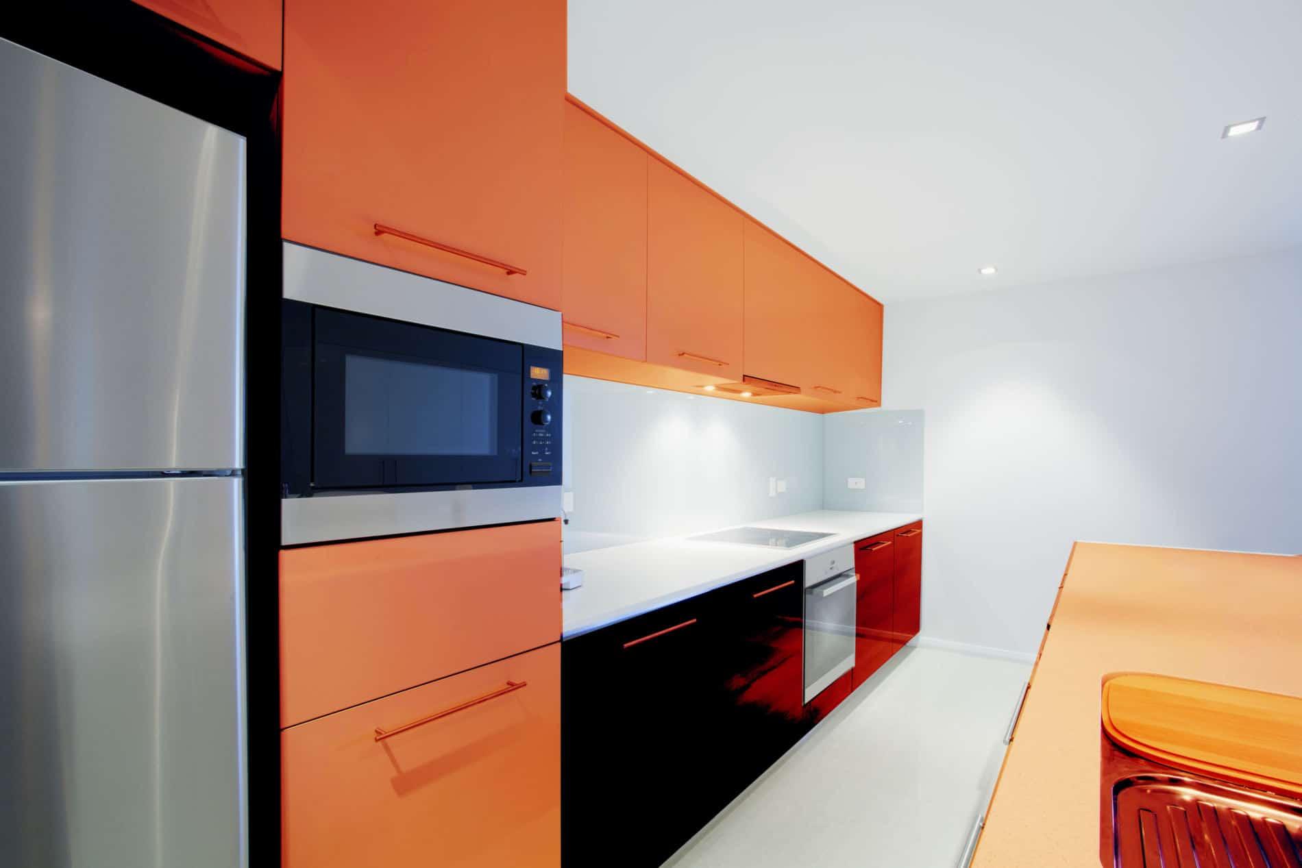 עיצוב מטבחים בהתאמהבעלי החברות לעיצוב והרכבה של מטבחים נותנים שירות מהיר ומקצועי עם רישיון והסמכה שיודעים לתקן בעיות בשטח באופן מהיר תוך כדי הפעלת ציוד מקצועי לניסור עץ במטבח הלקוח