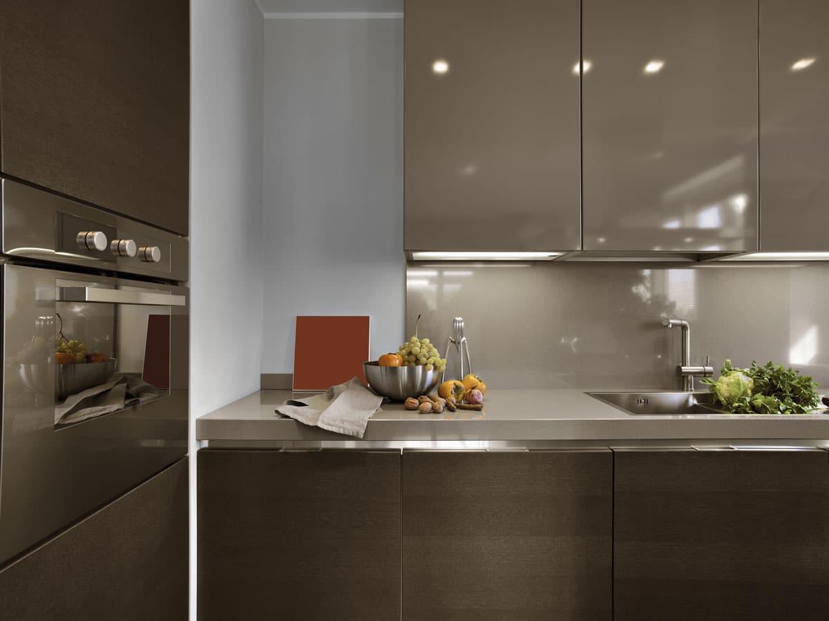 מטבחים מעץ חברות לעיצוב וייצור מטבחים יוקרתיים מיומנים עם מתן אחריות לעבודתם שיודעים לתת אחריות לעבודתם תוך כדי הפעלת המקרר והתנור ללקוח במטבח שלו