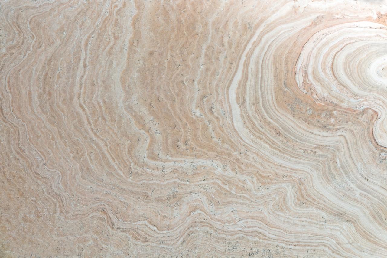 מטבחים מעץ מוכרי המטבחים מומחים בתחומם עם ניסיון רב בשנים שיודעים לבנות ולהתאים מטבחים תוך כדי הפעלת ציוד מקצועי לניסור עץ במטבח הלקוח