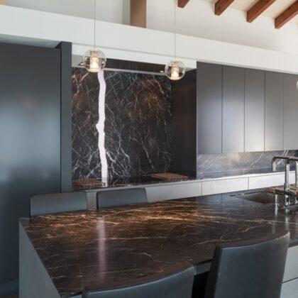מטבחים מעץ חברות לעיצוב וייצור מטבחים כפריים מקצועיים עם נכונות לתת שירות מקצועי ומומחים להקמת אי במטבח מכל חומר תוך כדי חיבור הכיריים החשמליים ובדיקת תקינותם