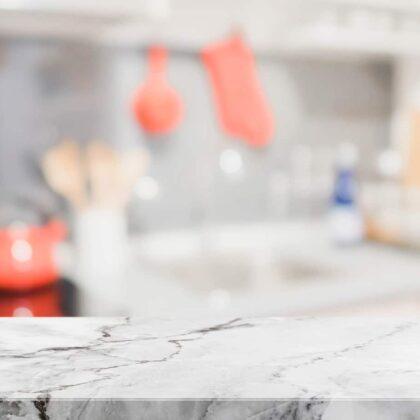 מטבחים מעץ חברות לעיצוב מטבחים מיומנים באספקה ושירות עם הרבה וותק ומומחים להקמת אי במטבח מכל חומר תוך כדי הפעלת ציוד מקצועי לניסור עץ במטבח הלקוח