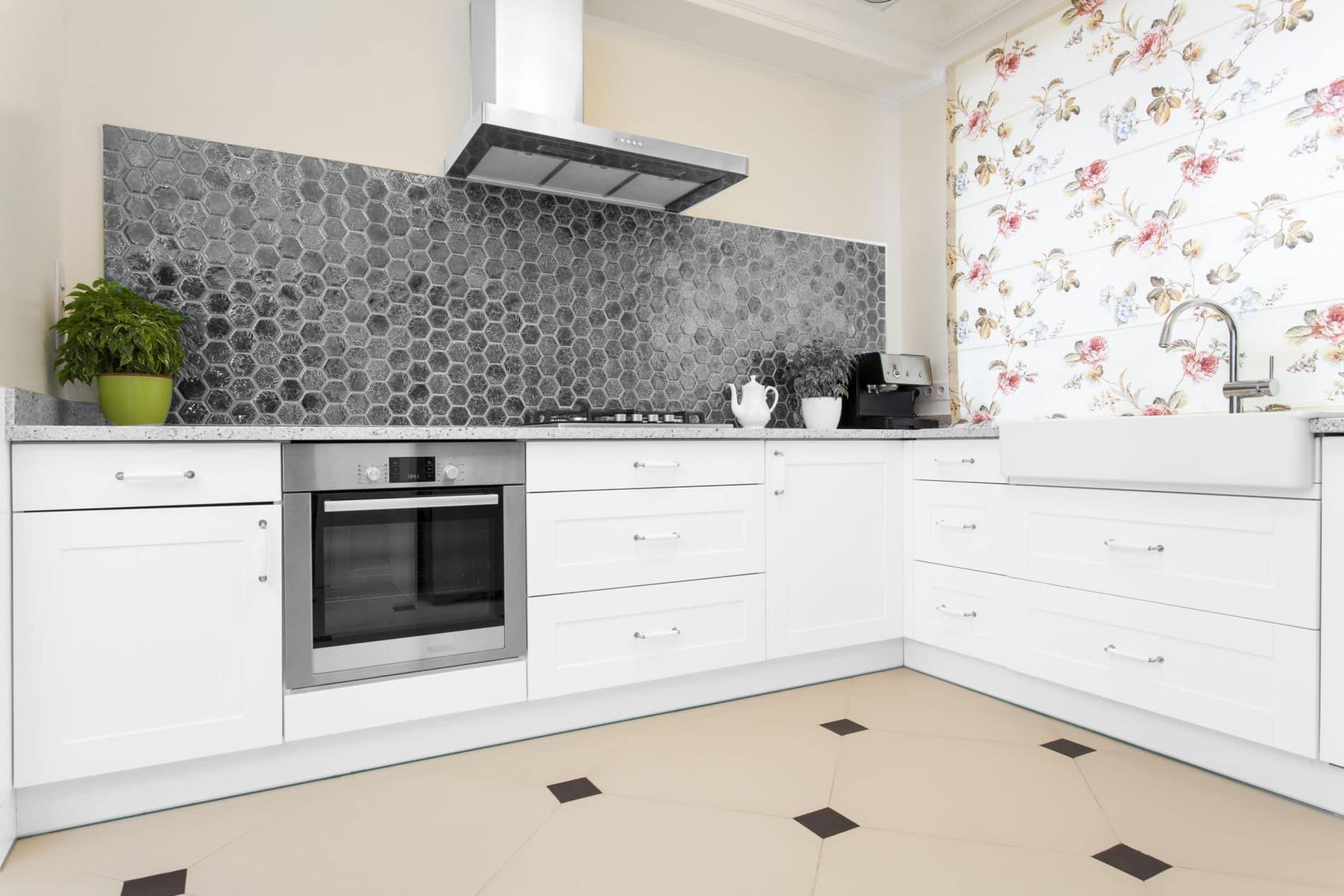 מטבחים מעץ מכירת אביזרים למטבחים אשר יודעים לתת שירות טוב עם הנכונות לעזור שיודעים לתת אחריות לעבודתם תוך כדי הפעלת המקרר והתנור ללקוח במטבח שלו