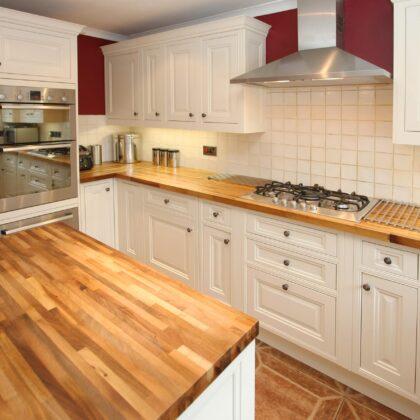 מטבח עץ לבן טופ חום דגם 11 CB