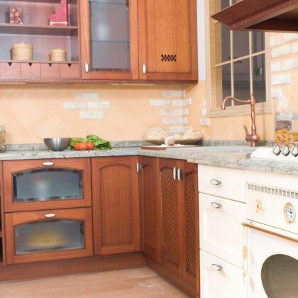 מטבח כפרי עם עבודת עץ מושקעת דגם 15 CB