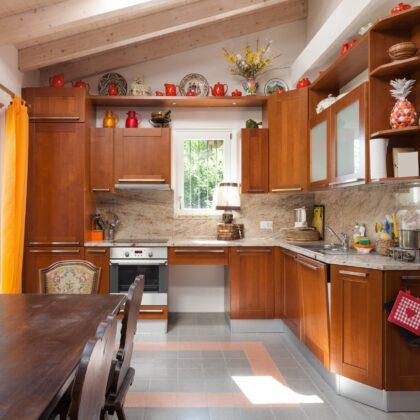 מטבח בסיגנון כפרי עם נגיעות מודרניות דגם 25 CB
