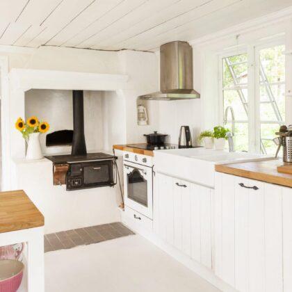 מטבח בבית כפרי עם תנור עם ארובה דגם 32 CB