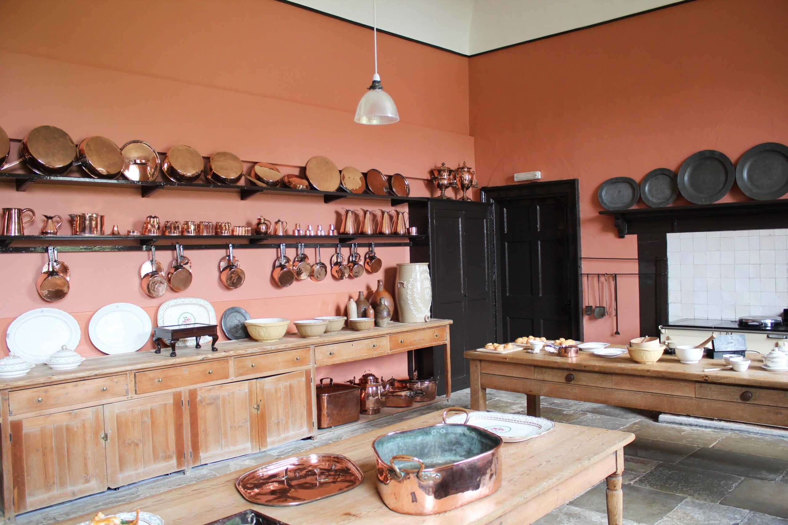 מטבח כפרי בצבע אדמדם דגם 34 CB