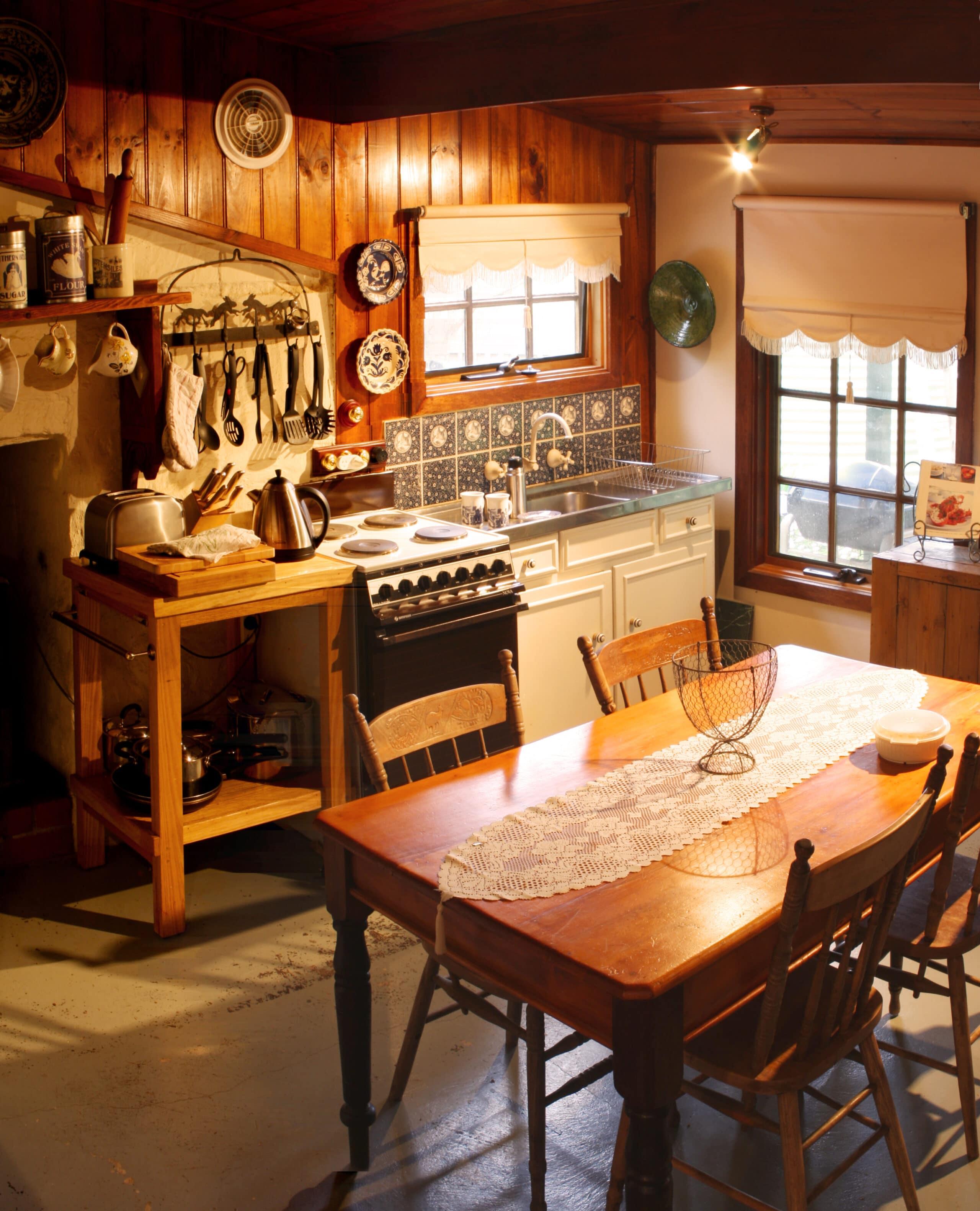 מטבח בביקתה בכפר דגם 6 CB