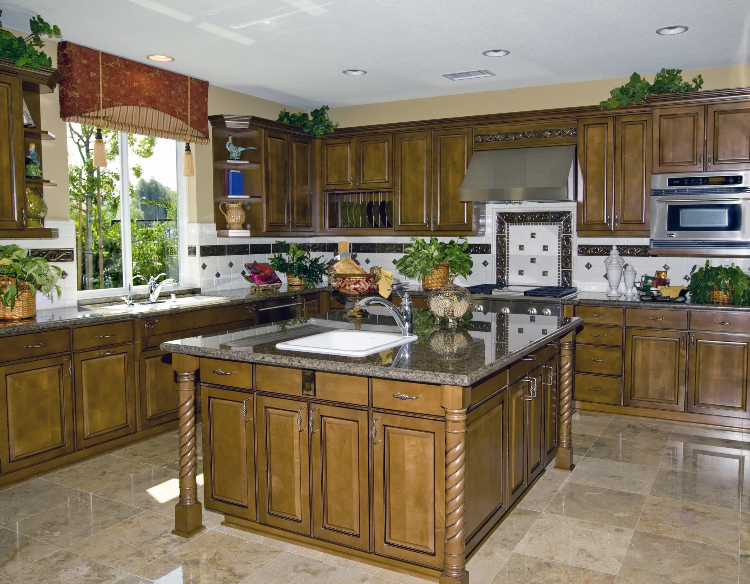 מטבחים מעץ חברות לעיצוב מטבחים עם ציוד מקצועי עם הרבה ניסיון שיודעים לספק פתרונות מגוונים לכל בית תוך כדי הפעלת ציוד מקצועי לניסור עץ במטבח הלקוח