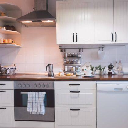 מטבח מודרני עם ערכת אבזור שלמה דגם 28 DS