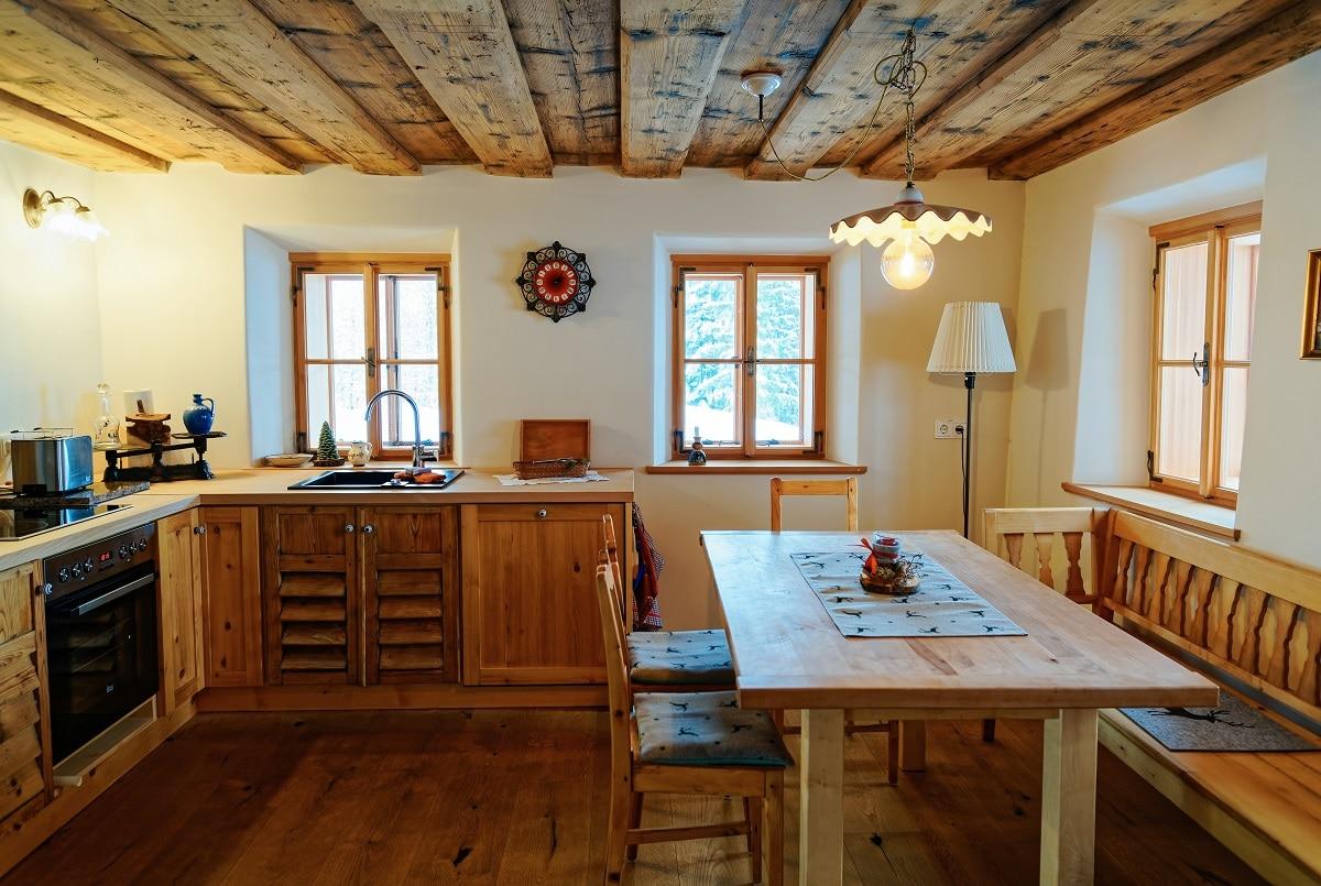 מטבח עם איבזור מעץ דגם 43 sequoia