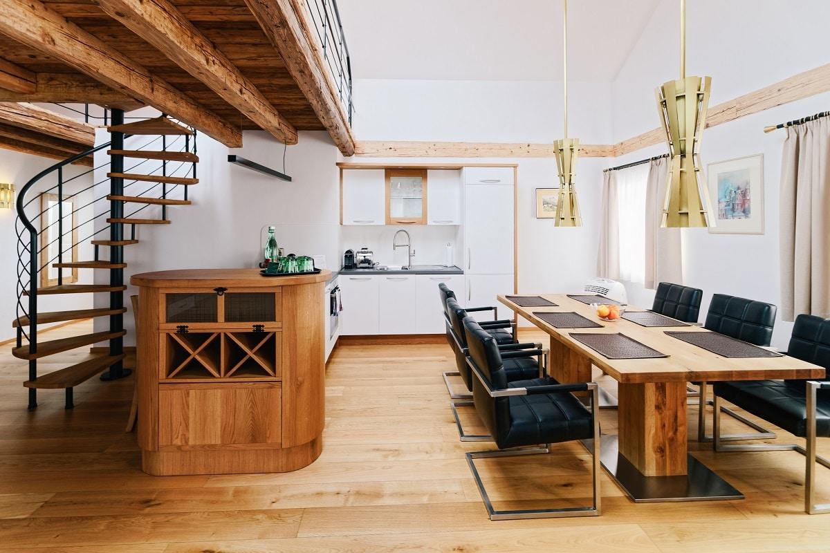 דירת דופלקס עם מטבח מעץ דגם 48 sequoia