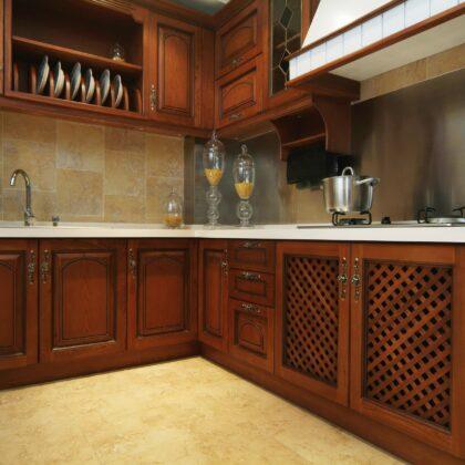 מטבח קלאסי עם עץ אדום דגם 15 Diana