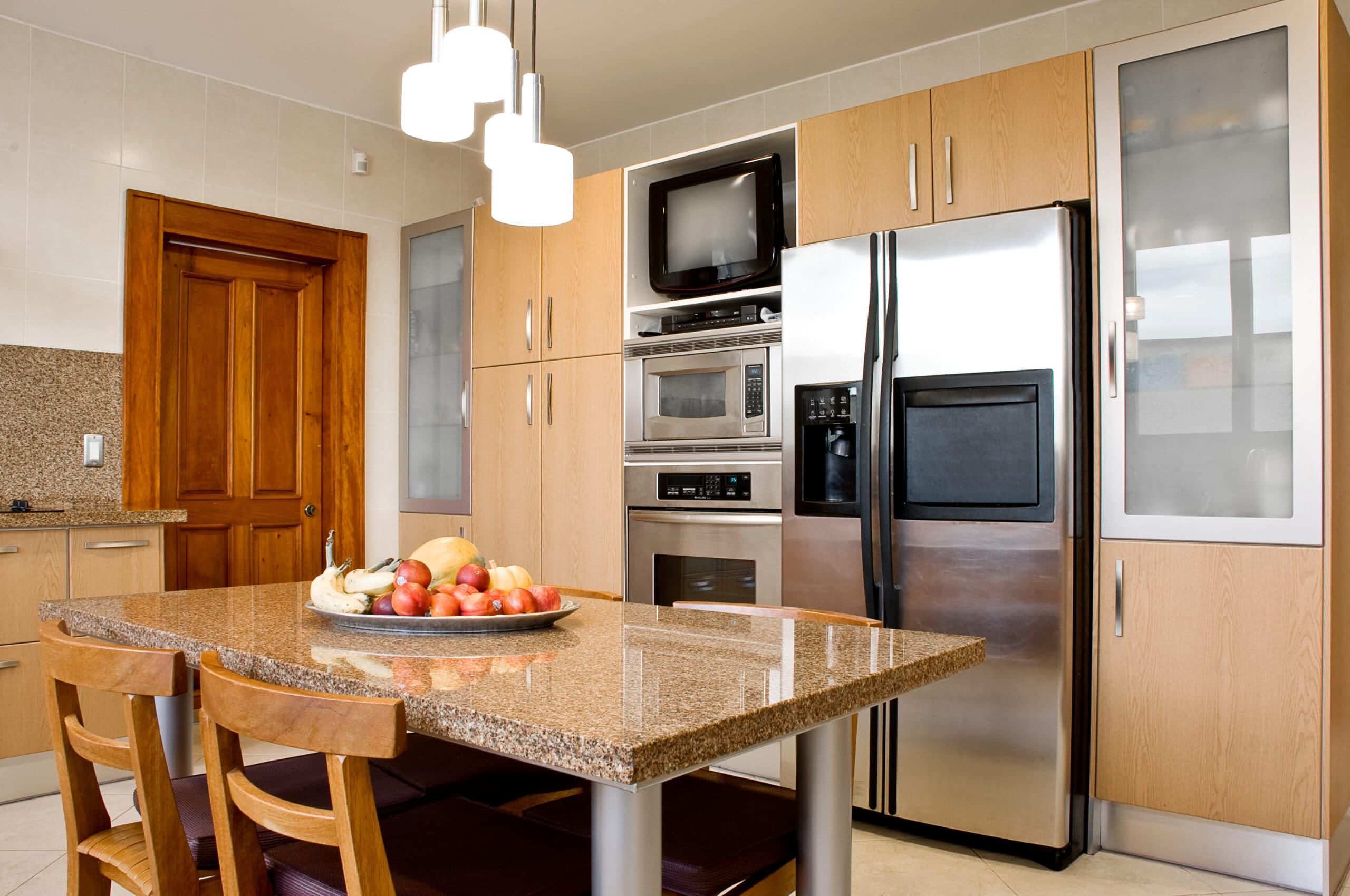מטבח קלאסי עם שולחן מטבח משיש חום דגם 18 Diana
