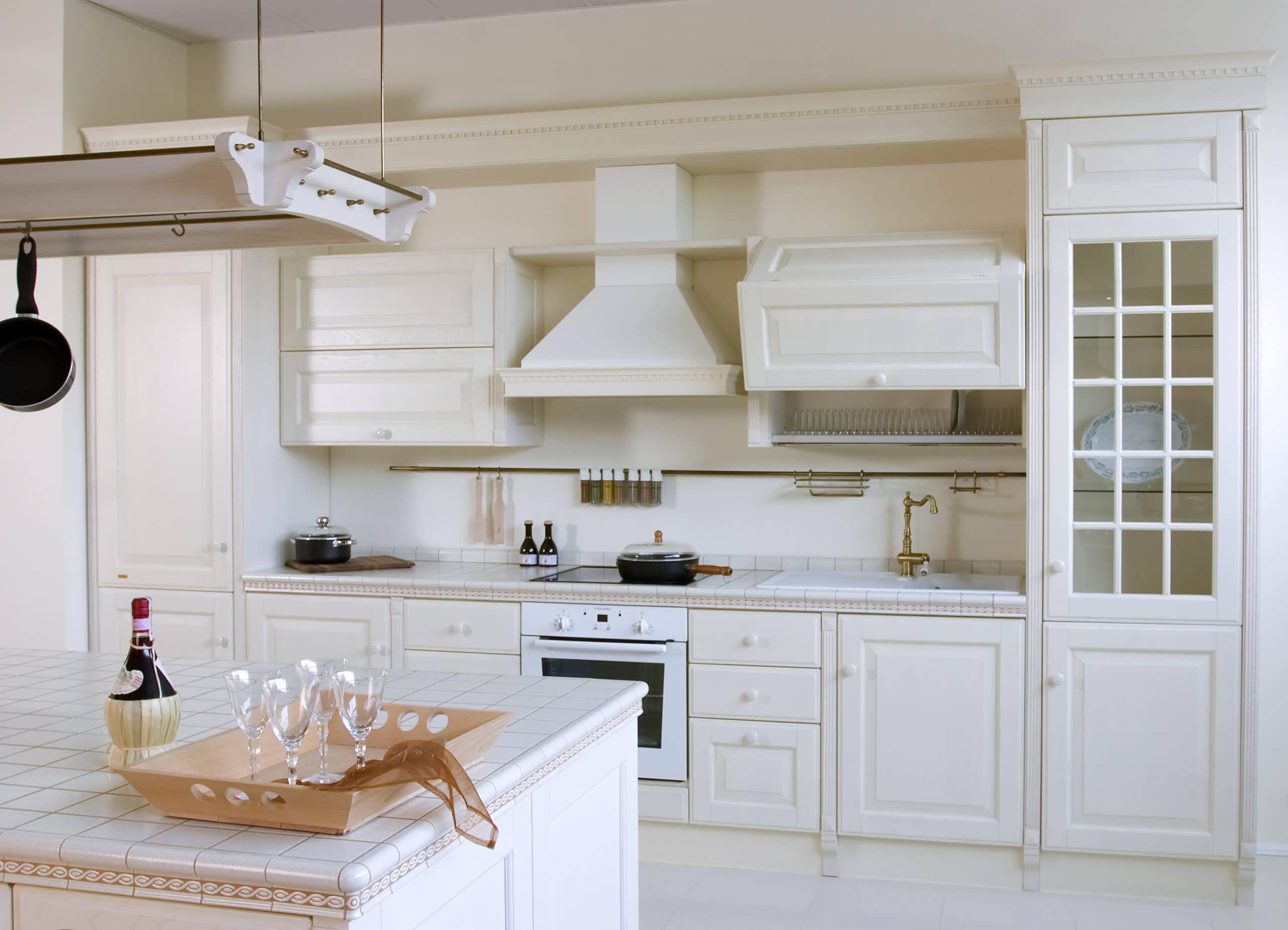 מטבח עץ לבן קלאסי דגם 8 Diana