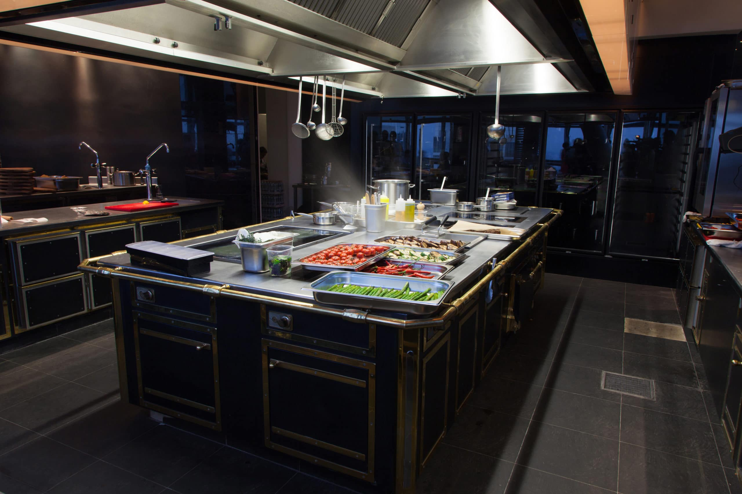 עיצוב מטבחים בהתאמהמוכרי ציוד למטבחים מאובזרים בעלי ניסיון בתחום עם מלא ידע בתחום שיודעים לספק פתרונות להתאמת תנורים גדולים לכל מטבח תוך כדי הפעלת המקרר והתנור ללקוח במטבח שלו