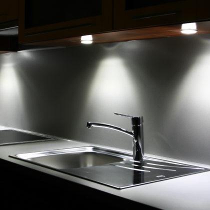 מטבחים מעץ מוכרי המטבחים חכמים עם ניסיון רב בשנים שיודעים לתת שירות אדיב ומקצועי, שמומחים לשירותי ייצור ועיצוב מטבחים תוך כדי הפעלת המקרר והתנור ללקוח במטבח שלו