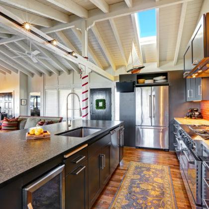 מטבחים מעץ חברות לעיצוב וייצור מטבחי עץ חשוב להם לספק מטבחים איכותיים עם יכולות טכניות גבוהות באספקה ושירות שיודעים לתקן בעיות בשטח באופן מהיר תוך כדי הפעלת המקרר והתנור ללקוח במטבח שלו