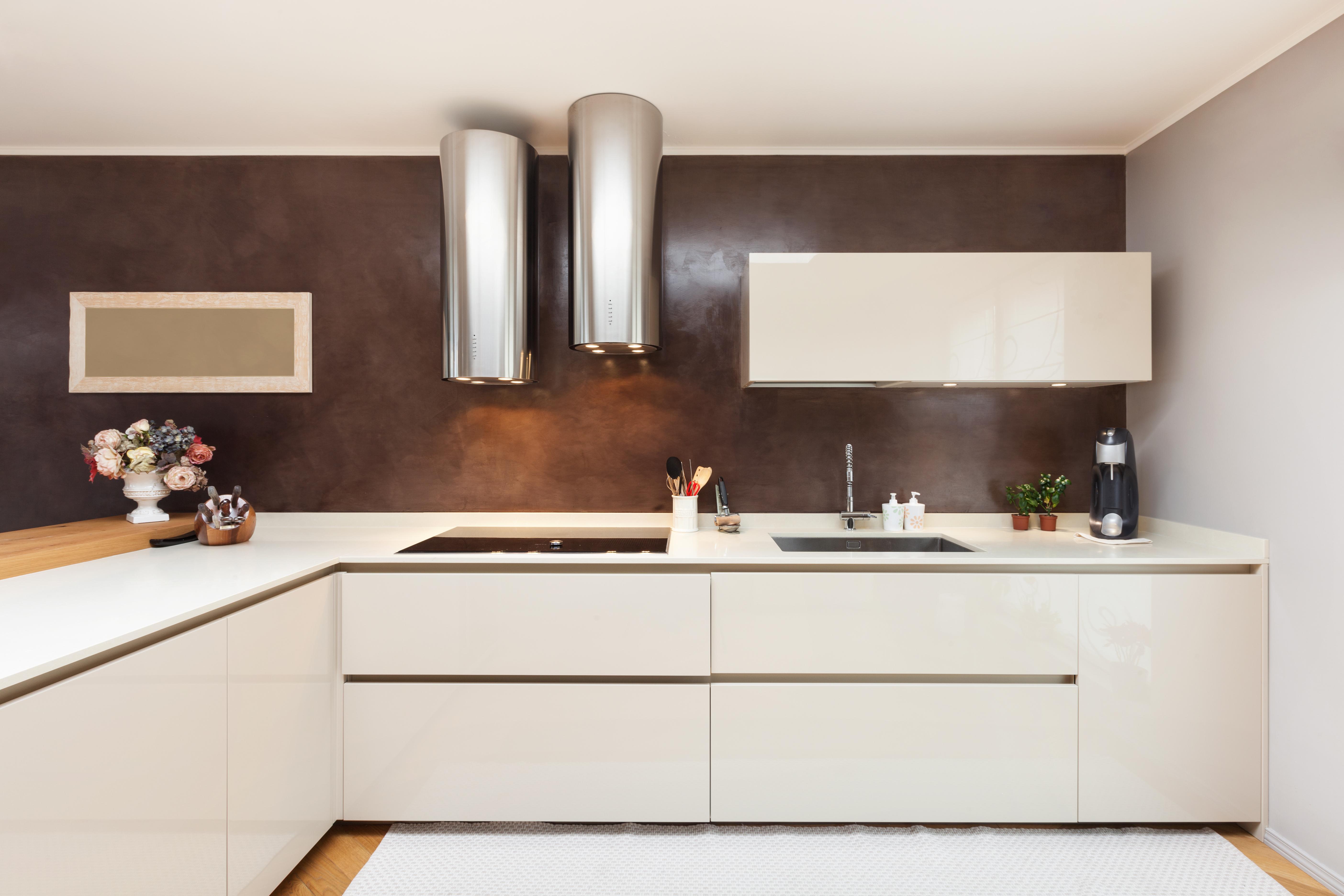 מטבחים מעץ תאורה למטבחים נותנים שירות מהיר ומקצועי עם כלי עבודה מקצועיים שיודעים להתאים לכל לקוח מטבחים מתאימים תוך כדי הפעלת ציוד מקצועי לניסור עץ במטבח הלקוח