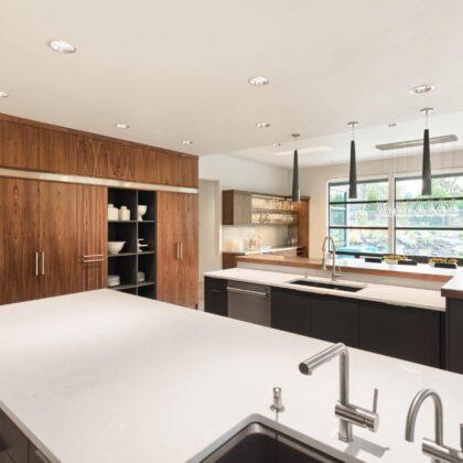 מטבחים מעץ חברות לעיצוב וייצור מטבחים כפריים מבינים טוב את הבעיה עם מלא ידע מקצועי שיודעים להתאים לכל לקוח מטבחים מתאימים תוך כדי הפעלת המקרר והתנור ללקוח במטבח שלו