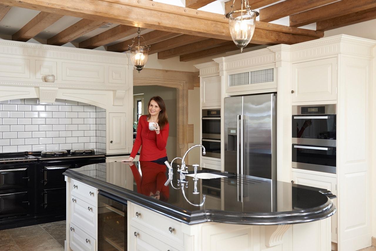 מטבחים מעץ תאורה למטבחים מיומנים ומומחים עם מלא ידע מקצועי שיודעים לתת שירות אדיב ומקצועי, שמומחים לשירותי ייצור ועיצוב מטבחים תוך כדי אפיון דרישות הלקוח ומסירת המטבח