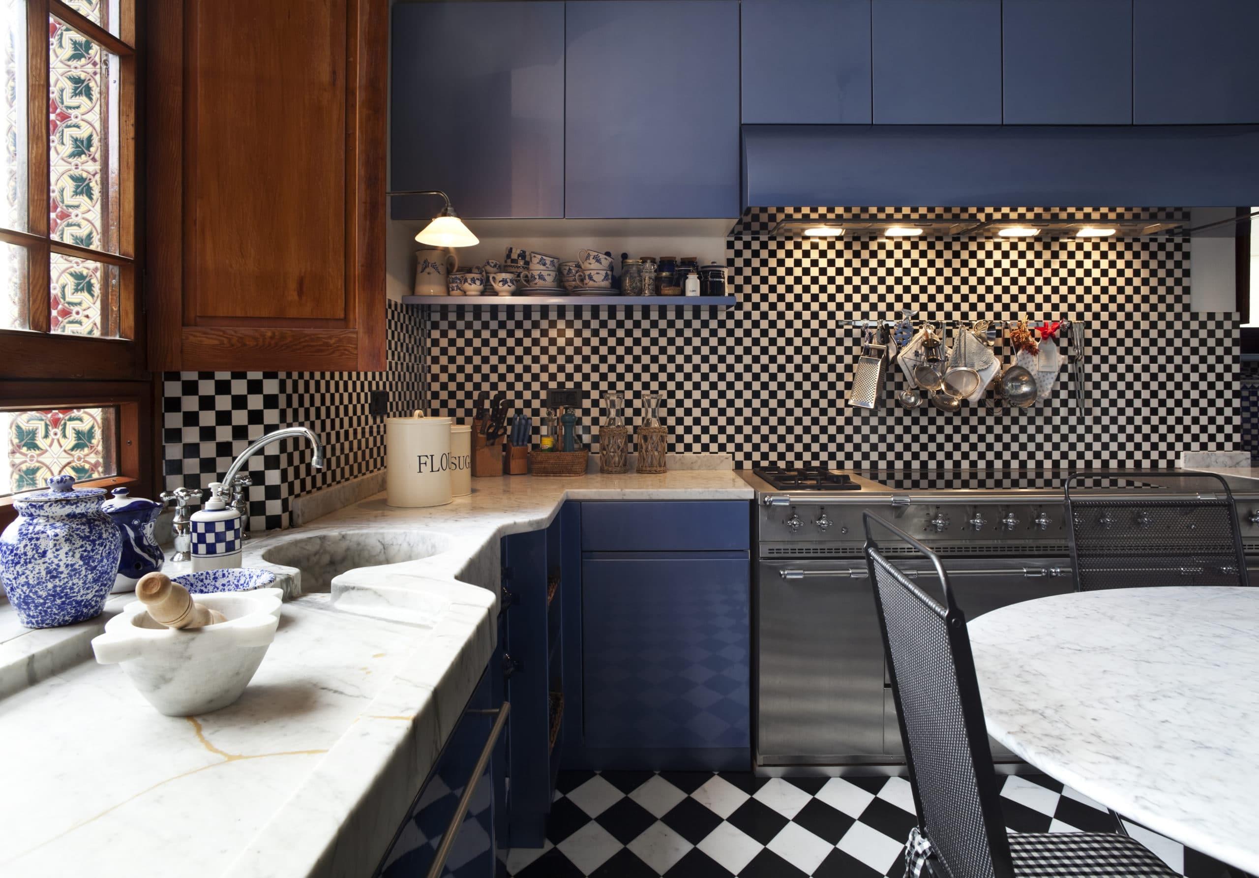 מטבחים כפריים חברות לעיצוב וייצור מטבחים יוקרתיים נותנים אחריות לעבודתם עם הרבה ידע בתחום השירות ואספקת מטבחים שיודעים לספק פתרונות להתאמת תנורים גדולים לכל מטבח תוך כדי הפעלת המקרר והתנור ללקוח במטבח שלו