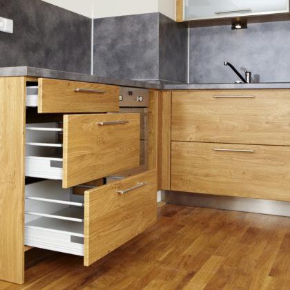 מטבחים מעץ מוכרי המטבחים חשוב להם לספק מטבחים איכותיים עם כלי עבודה מקצועיים ומומחים להקמת אי במטבח מכל חומר תוך כדי שימוש בחומרים מעולים