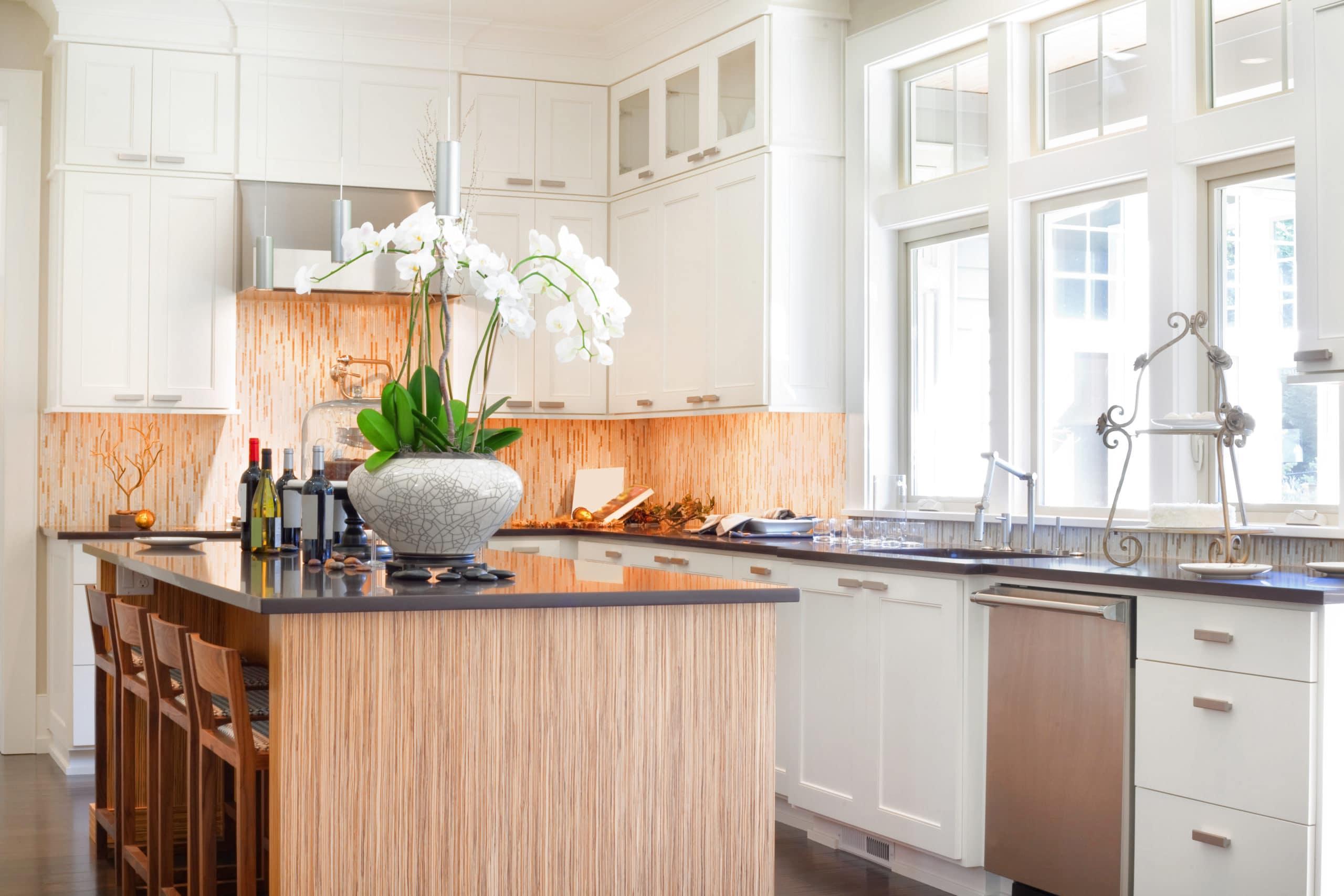 מטבחים מעץ מעצבי השיש במטבחים אשר יודעים לתת שירות טוב עם הרבה רצון לספק מטבחים איכותיים שיודעים לספק פתרונות מגוונים לכל בית תוך כדי הפעלת ציוד מקצועי לניסור עץ במטבח הלקוח