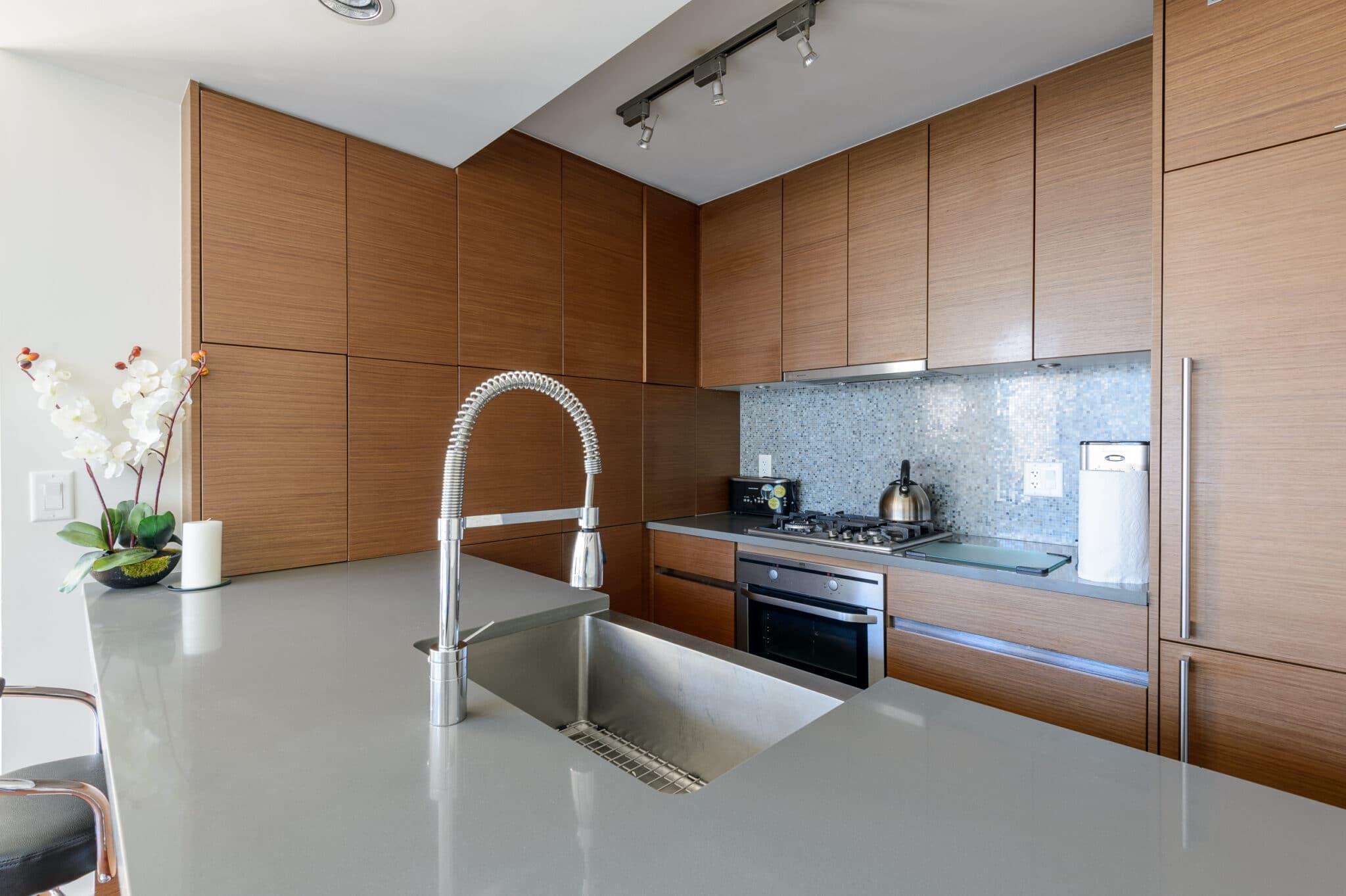 מטבחים מעץ רשת לעיצוב וייצור מטבחים מודרניים מקצועיים עם רצון לתת שירות טוב ומקצועי שיודעים לבנות ולהתאים מטבחים במקביל לשימוש בחומרים מעולים