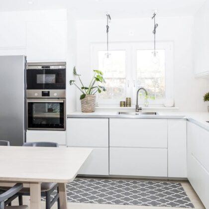 מטבחים מעץ תאורה למטבחים בעלי הבחנה מקצועית עם מלא ידע מקצועי שיודעים לספק פתרונות מגוונים לכל בית בד בבד הפעלת ציוד מקצועי לניסור עץ במטבח הלקוח