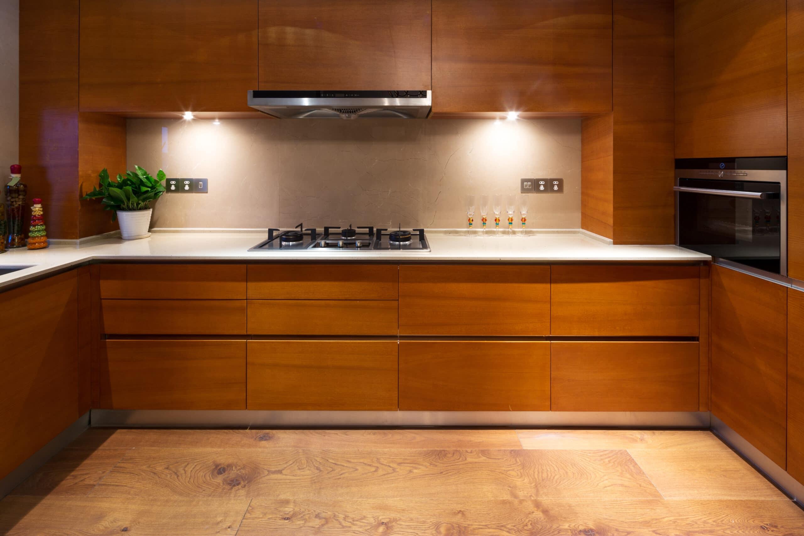 מטבחים מעץ חברות מטבחים המשווקות מטבחים מותאמים לפי הזמנה בעלי הבחנה מקצועית עם מתן אחריות לעבודתם ומומחים להקמת אי במטבח מכל חומר במקביל להפעלת המקרר והתנור ללקוח במטבח שלו