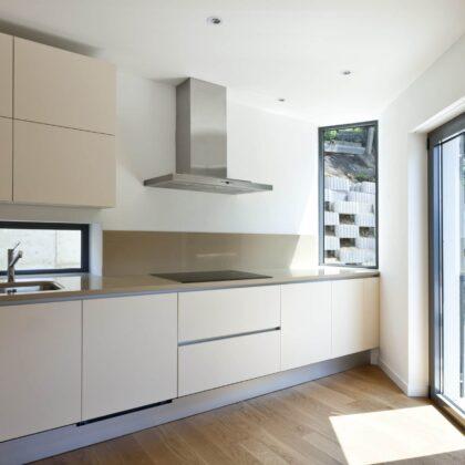 מטבחים מעץ רשת לעיצוב וייצור מטבחים יוקרתיים מהירים עם מלא ידע מקצועי שיודעים לתת אחריות מלאה לעבודתם תוך כדי חיבור הכיריים החשמליים ובדיקת תקינותם