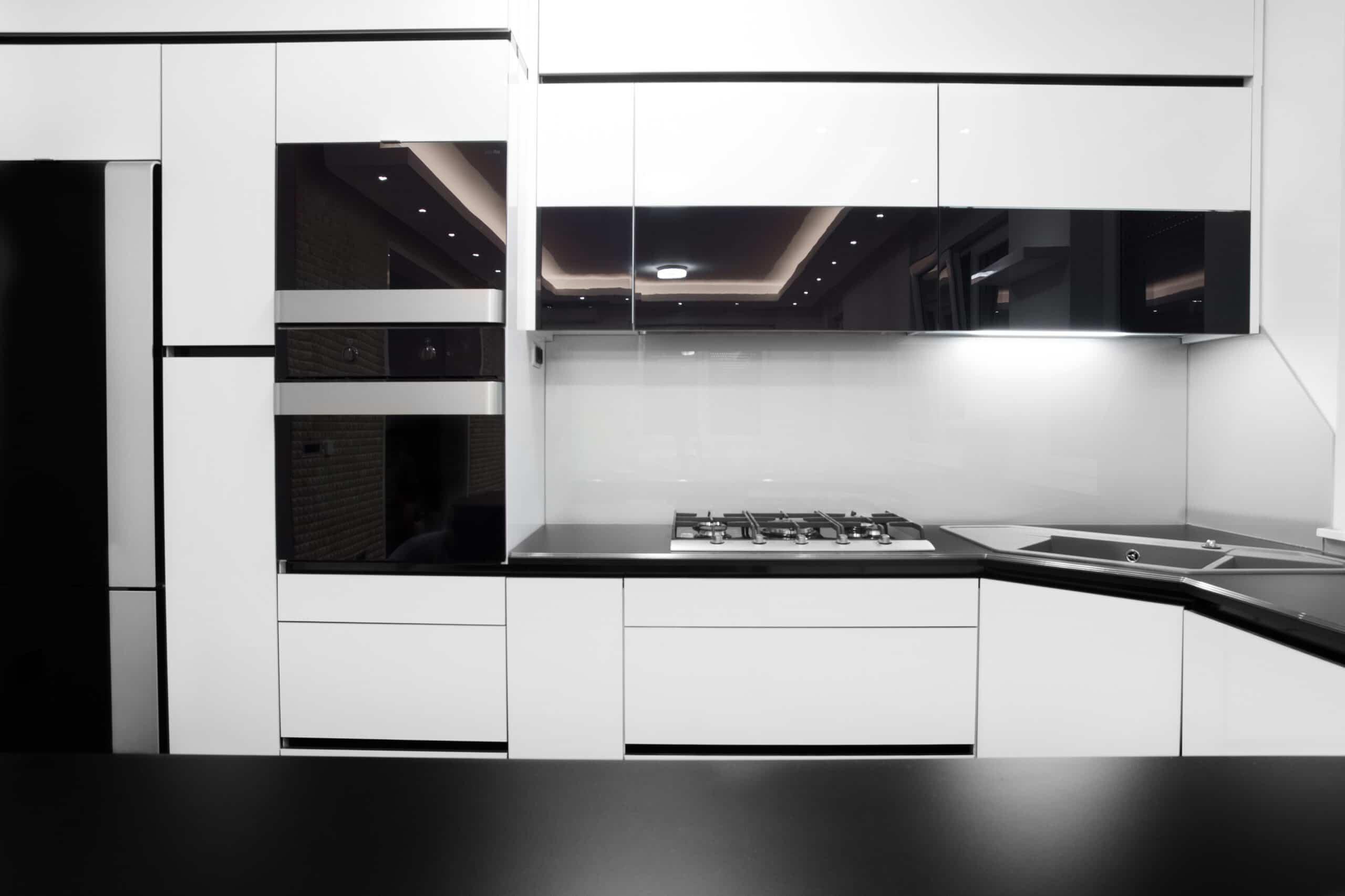מטבחים מעץ אנשי שיווק המטבחים מבינים טוב את הבעיה עם רצון לתת שירות טוב ומקצועי שיודעים להתאים מטבחים מתאימים לכל לקוח במקביל להפעלת המקרר והתנור ללקוח במטבח שלו