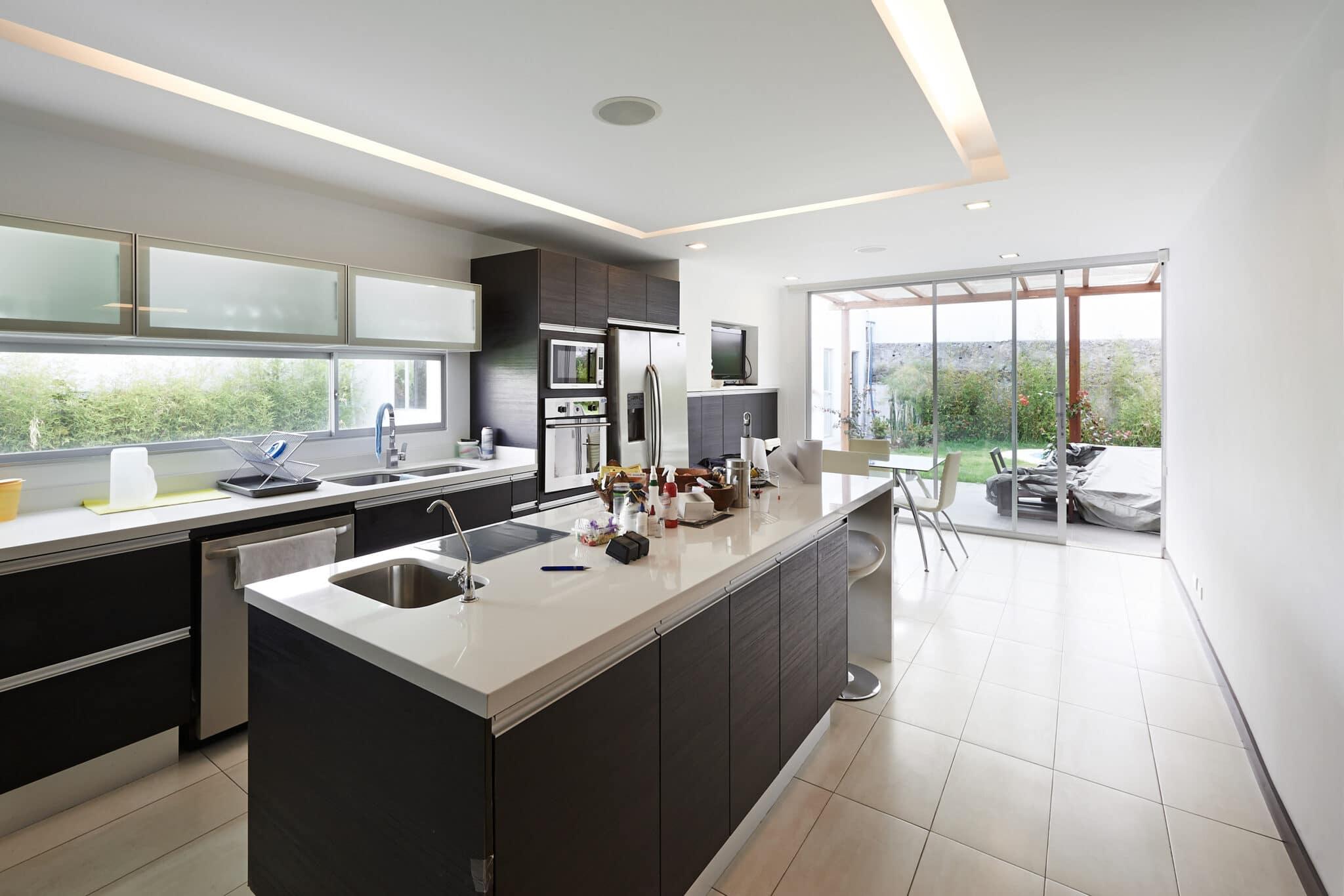 מטבחים מעץ רשת לעיצוב וייצור מטבחים מודרניים מקצוענים מהחברות המובילות המשק בתחום ייצור והרכבת מטבחים שיודעים לספק כל סוגי המטבחים לכל דורש במקביל להפעלת המקרר והתנור ללקוח במטבח שלו