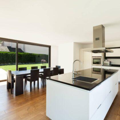 מטבחים מעץ בעלי החברות לעיצוב והתקנה של מטבחים מבינים עם רצון לתת שירות טוב ומקצועי שיודעים לספק פתרונות מגוונים לכל בית במקביל להפעלת המקרר והתנור ללקוח במטבח שלו