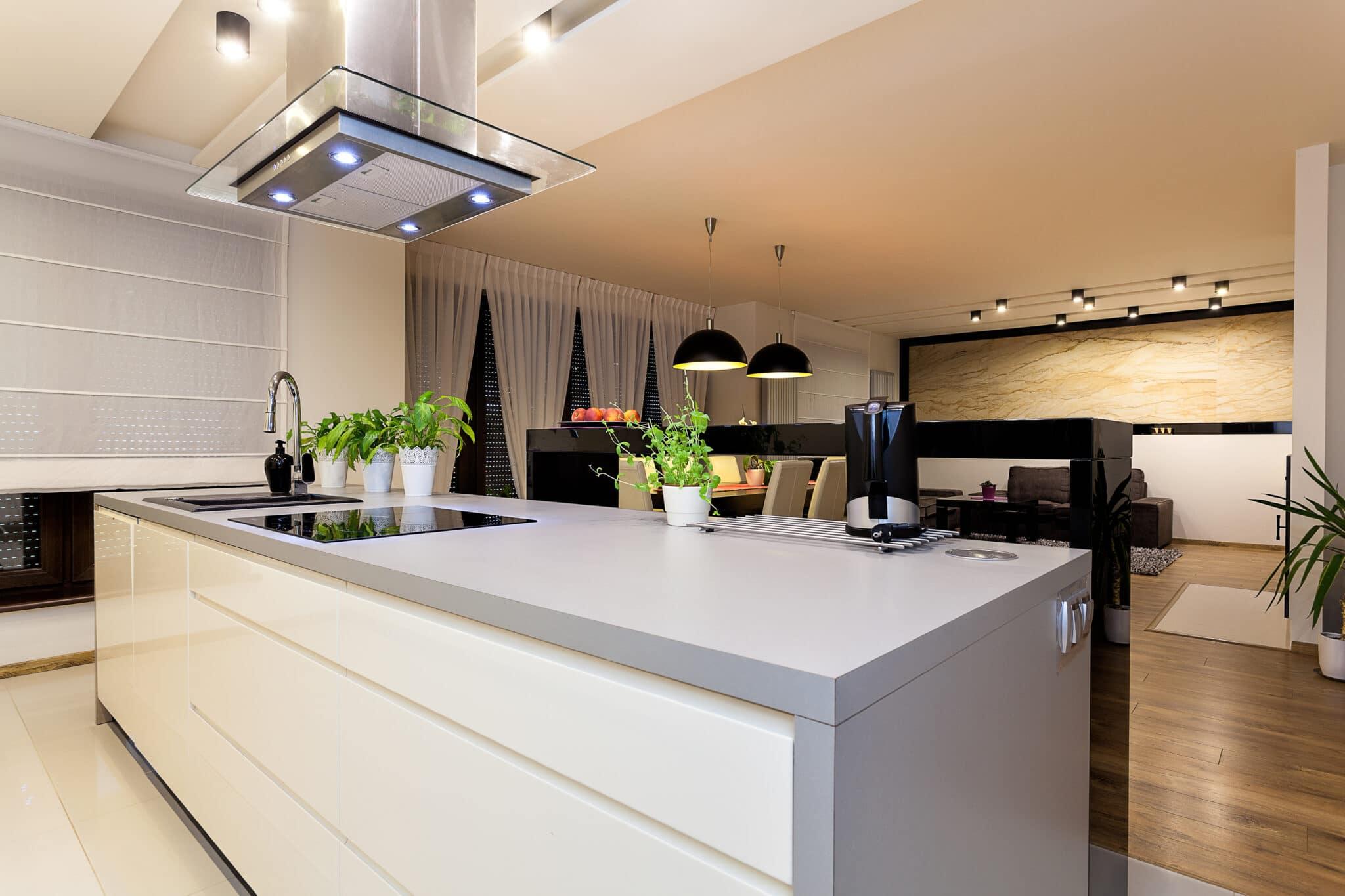 מטבחים מעץ חברות שמשווקות כיורים יוקרתיים למטבחים מהירים עם מקצועיות ומיומנות ועם הרבה מוטיבציה שיודעים לתת מענה ולתקן בעיות בשטח באופן מהיר במקביל להפעלת המקרר והתנור ללקוח במטבח שלו