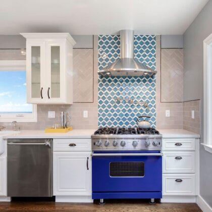 מטבחים מעץ מעצבי מטבחים קלאסיים שמומחים בתחומם עם הרבה וותק שיודעים לספק פתרונות יעילים להתאמת תנורים גדולים לכל מטבח במקביל להפעלת המקרר והתנור ללקוח במטבח שלו