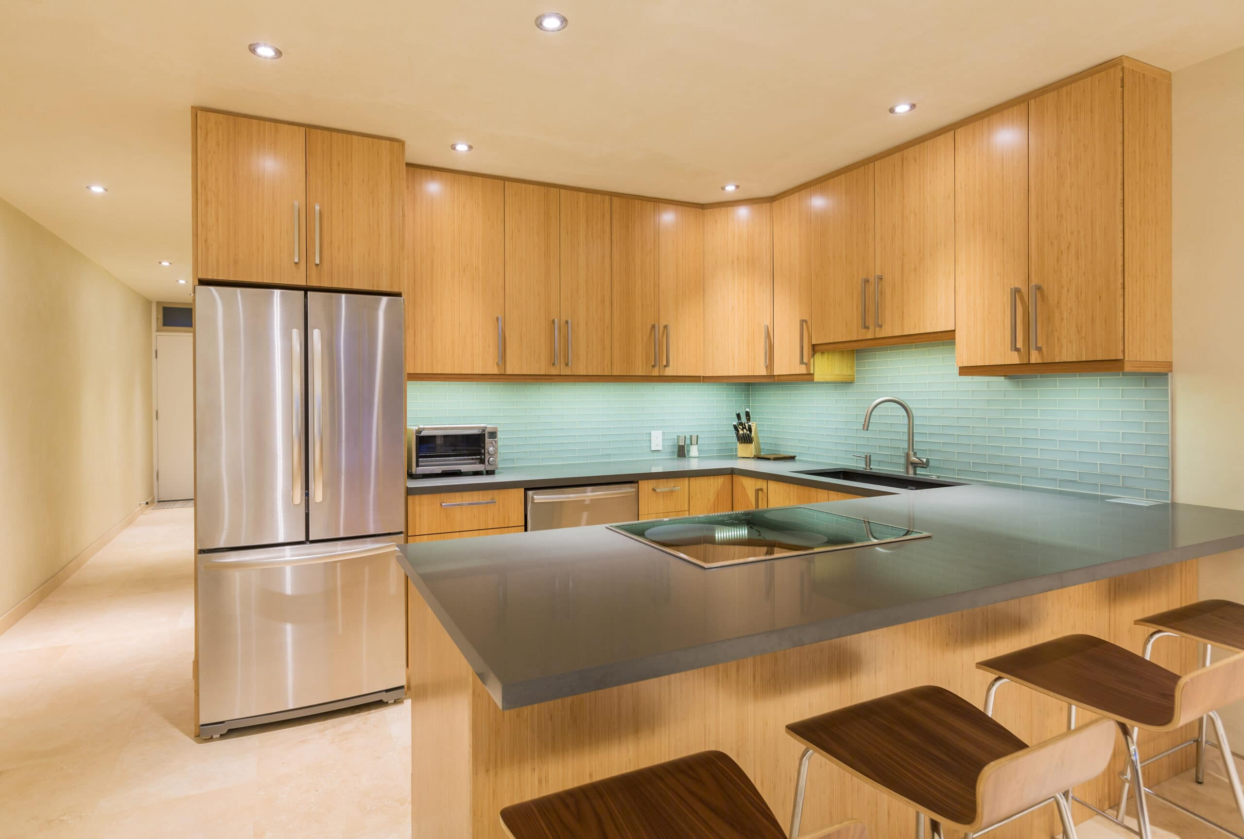 עיצוב מטבחים בהתאמהמכירת אקססורי למטבחים אמינים עם אדיבות ושירות מהיר ומומחים להקמת אי במטבח מכל חומר תוך כדי חיבור הכיריים החשמליים ובדיקת תקינותם