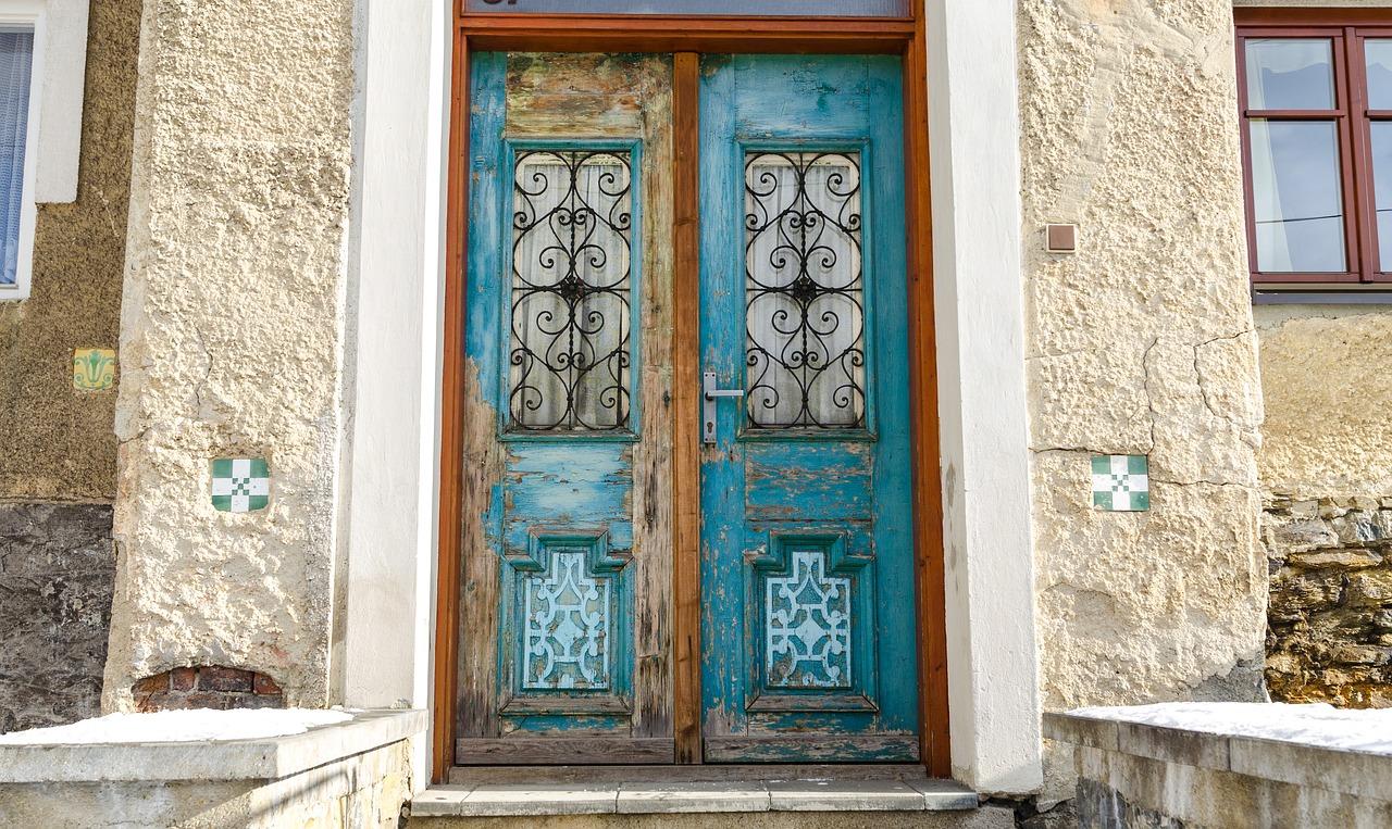 דלת פנים חזקה מעץ דגם Y2