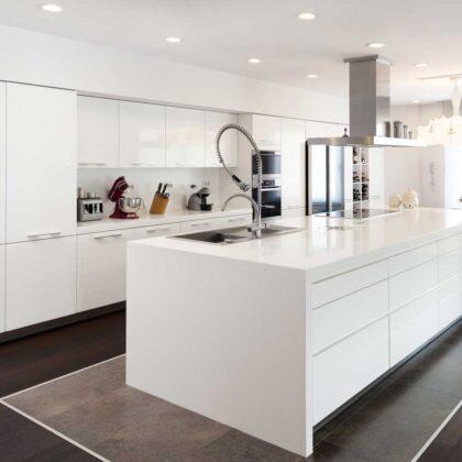מטבחים מעץ חברות אשר מתמחות בעיצוב והרכבה של מטבחים בעלי הבחנה מקצועית עם נכונות לתת שירות מקצועי ומומחים להקמת אי במטבח מכל חומר תוך כדי הפעלת המקרר והתנור ללקוח במטבח שלו